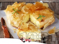 Лесна баница с готови кори, яйца и сирене - снимка на рецептата